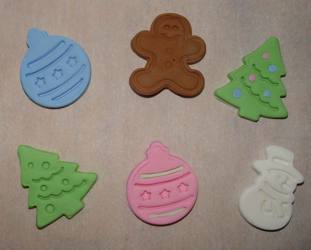 12 Fondant Assorted Christmas Cupcake Toppers on Luulla